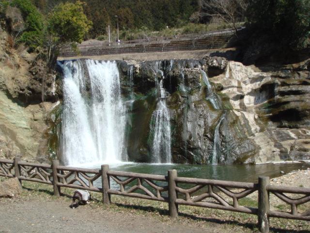 ③カラスヤマ 滝